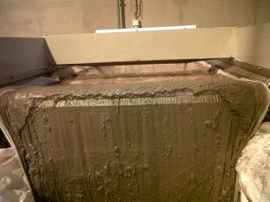 Microfiltration et deshuileur de bains de dégraissant lessiviel